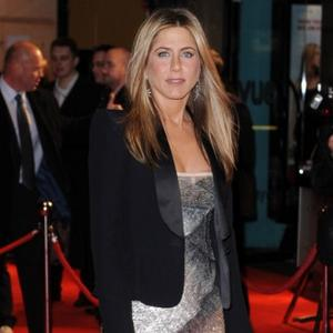 Jennifer Aniston Feels 'Sexy' In Justin's Shirts