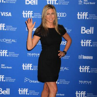Jennifer Aniston Likes Minimal Summer Make-up