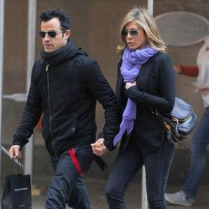 Jennifer Aniston Wants Pre-nup With Justin Theroux