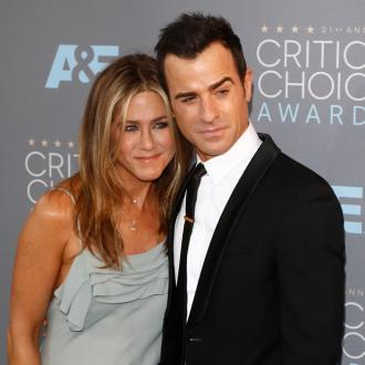 Jennifer Aniston mocks Justin Theroux's bad jokes