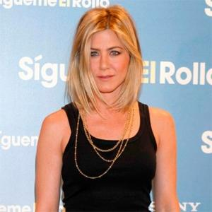 Jennifer Aniston Chops Hair Short