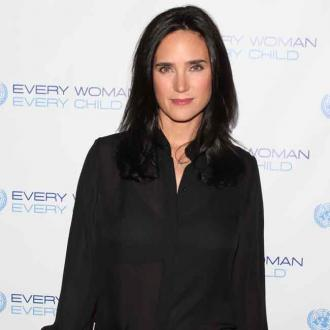 Jennifer Connelly Avoids Popper Buttons
