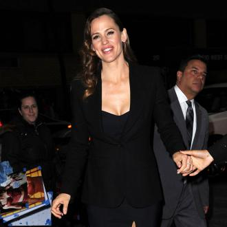Jennifer Garner goes undercover to attend Peppermint screening