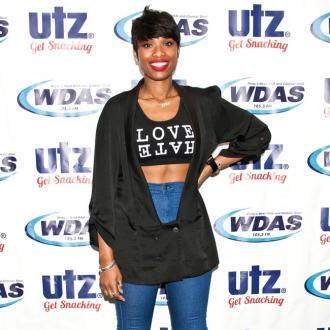 Jennifer Hudson wears denim in summer