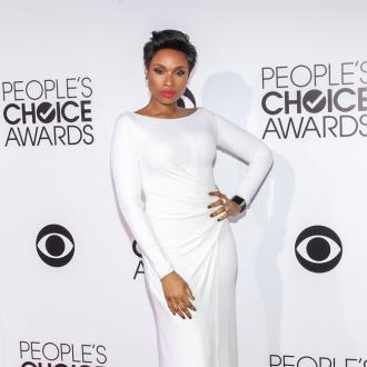 Jennifer Hudson Works Out At Home