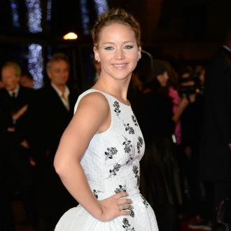 Jennifer Lawrence Googles Herself