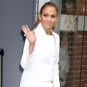 Jennifer Lopez Gets Support From Twins On Film Set