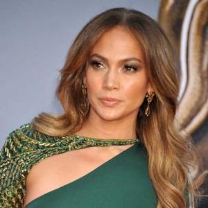 Jennifer Lopez Reprimands Twins Before Show