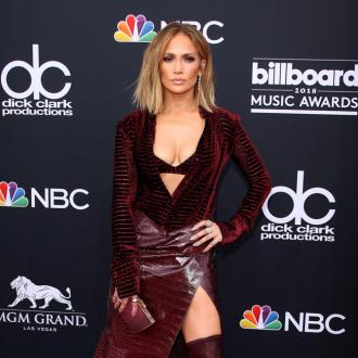 Jennifer Lopez runs like she's 25