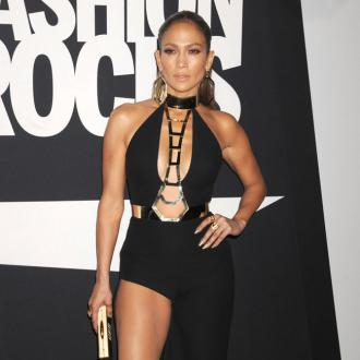 Jennifer Lopez Shared Bed With Sisters