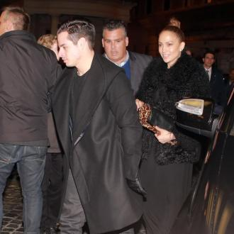 Jennifer Lopez hangs out with Casper Smart