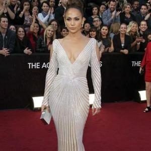 Jennifer Lopez Almost Suffers Oscars Wardrobe Malfunction