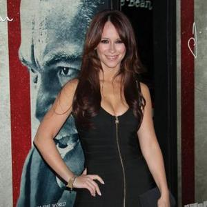 Jennifer Love Hewitt Is Selling Home