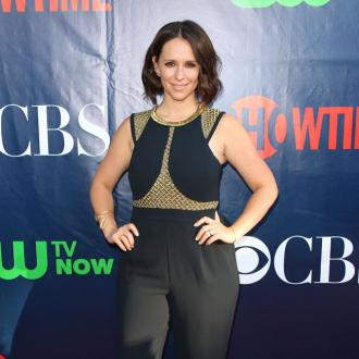 Jennifer Love Hewitt gives birth