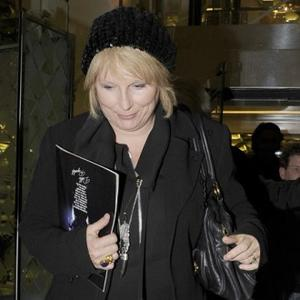 Jennifer Saunders' Cancer Battle