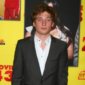 Jeremy Allen White is learning parenting tips from his girlfriend