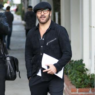 Jeremy Piven takes out cyclist with car door