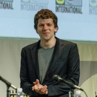 Jesse Eisenberg Doesn't Get Hassled In Public