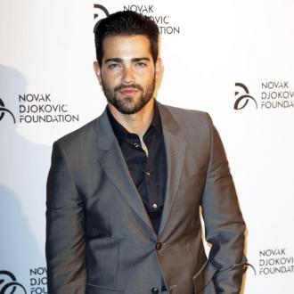Jesse Metcalfe only dates intelligent women long-term