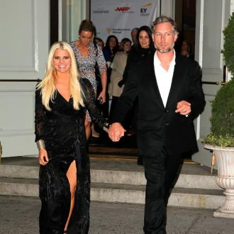 Jessica Simpson praises husband