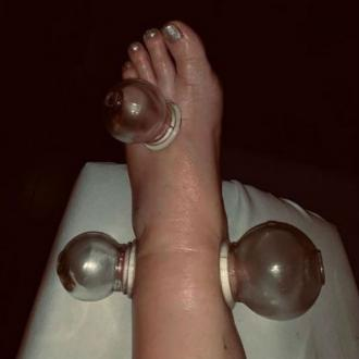 Jessica Simpson finds solution for swollen feet