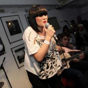 Jessie J Feels Like A 'Cow' Since Breaking Foot