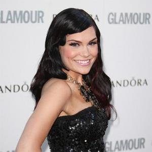 Jessie J Recorded Single With Broken Foot