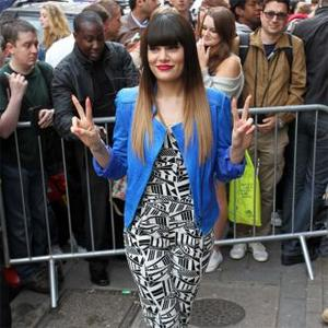 Jessie J Fans Try To Hear Her Use Toilet