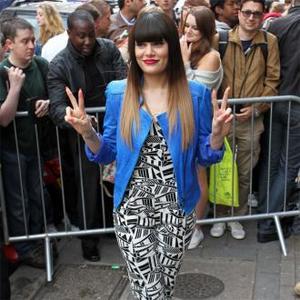 Jessie J Overcomes Virus To Plays Spanish Shows