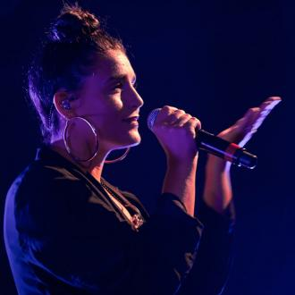 Jessie Ware Plays It Cool With Other Celebs