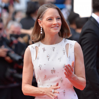 """Jodie Foster """"looks better with less makeup"""""""