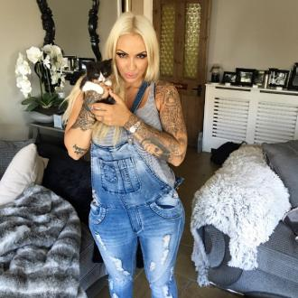 Jodie Marsh gives abandoned kitten a home