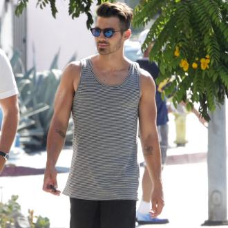 Joe Jonas would like to play Daniel Craig's lover onscreen