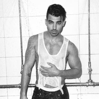 Joe Jonas tries 'not to obsess' over rumours