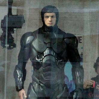 Joel Kinnaman: Robocop Suit Wasn't Good For Pee