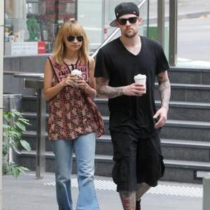 Joel Madden Annoyed By Nicole's Voice
