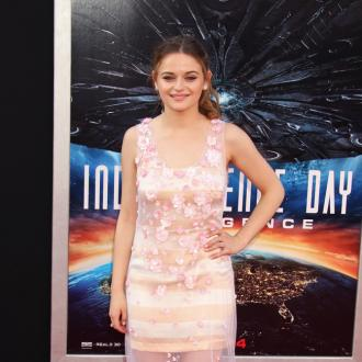 Joey King loved being hit in the head with a Golden Globe