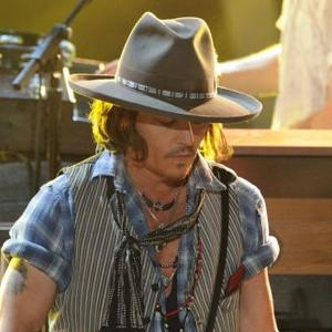 Johnny Depp Struggles With Horse Riding