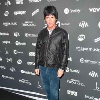 Johnny Marr Wins Pioneer Award At 2019 Aim Awards