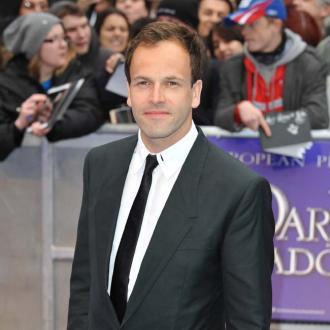 Jonny Lee Miller selling LA mansion
