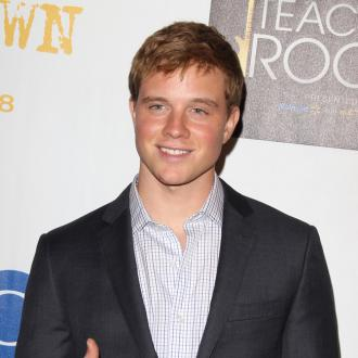 Jonny Weston in talks for Insurgent