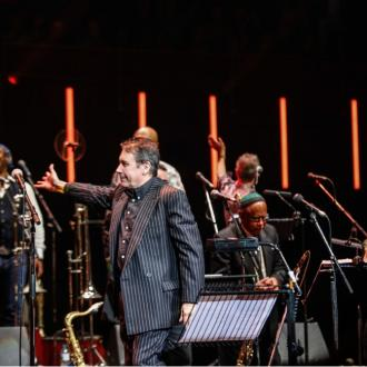 Jools Holland moves tour to 2021 amid pandemic