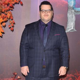 Josh Gad's daughters are bored with Olaf