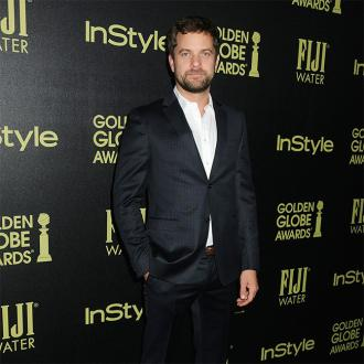 Joshua Jackson turns to dating apps