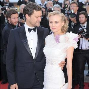 Joshua Jackson Buys Diane 45k Necklace
