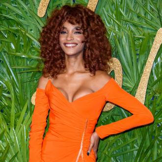Jourdan Dunn takes time with make-up removal