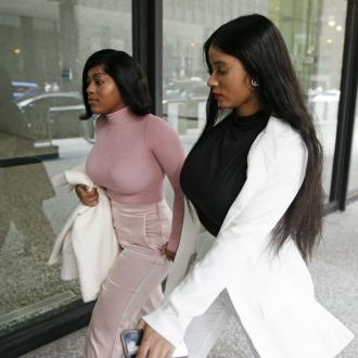 Police Called To Break Up R Kelly's Girlfriends' Fight