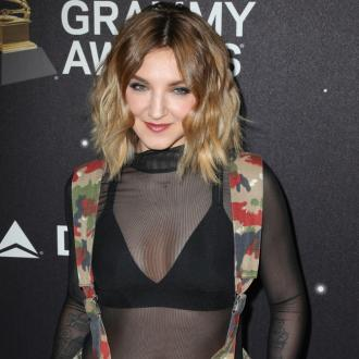 Julia Michaels' Horrible Stage Fright