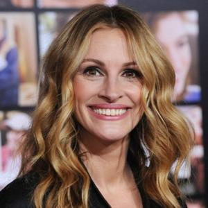 Julia Roberts Praises Hard-working Hanks