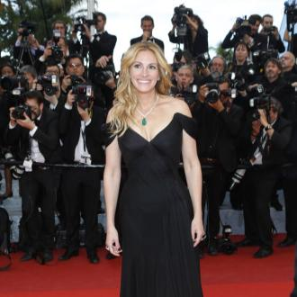 Julia Roberts bids for more Instagram followers